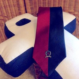 Tommy Hilfiger logo at bottom silk necktie tie VGC
